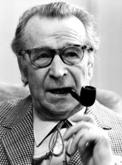 """Archivbild des Schriftstellers Georges Simenon aus dem Jahre 1981. Simenon, Schoepfer des """"Kommissar Maigret"""", wird am Sonntag (13.2.) achtzig Jahre alt. (AP-Photo) 1981"""